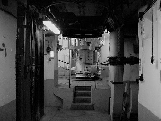 Gefechtsturm Innen - Geschützturm innen - torre di combattimento interno - combat tower inside