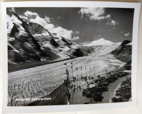 Parkplatz Freiwandeck am Großglockner mit Gletscherzunge