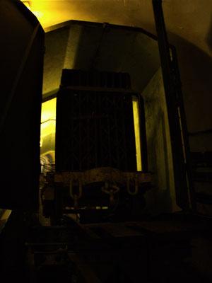 Zahnradbahn Munitionstransport Bunker Tunnel
