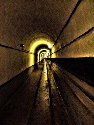 langer unterirdischer Gang