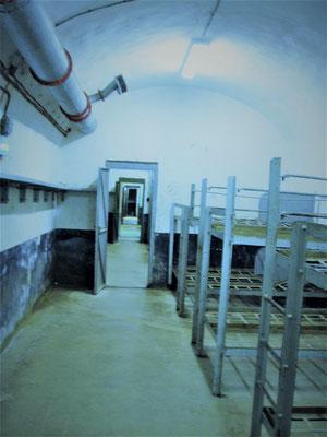 Schlafsaal groß für 500 Soldaten - camerate grande - big size sleeping room in the bunker