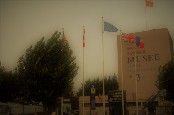 Le grand bunker musee - le mur de l'atlantique + Atlantikwall Mueum + museo vallo atlantico + atlantic wall museum