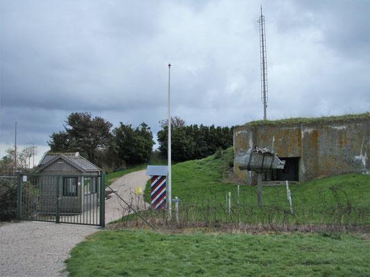 Bunker entrance - Eingang Bunker - ingresso bunker