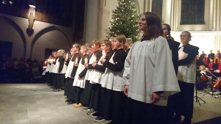 """Mit der Hamburger Kinder- und Jugendkantorei bei """"Liebe Alte Weihnachtslieder"""" in der Hauptkirche St. Petri 2018"""