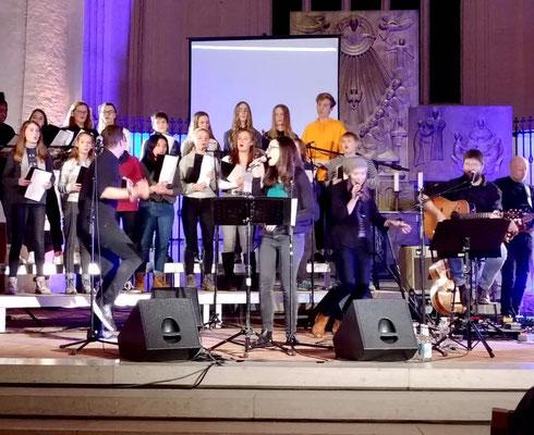 """Mit der Hamburger Kinder- und Jugendkantorei beim """"Monatslied-Release-Konzert"""" in der Hauptkirche St. Katharinen 2018"""