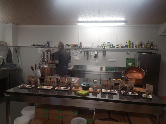 Hier im Labor enstehen die tollen Fudgekreation, mit denen wir Sie verführen wollen. Besuchen Sie uns auf www.Aromakuenstler.de
