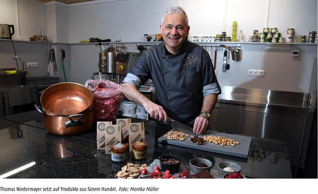Thomas Niedermayer - der Aromakünstler in seinem Labor bei der Fudge-Karamell Herstellung.