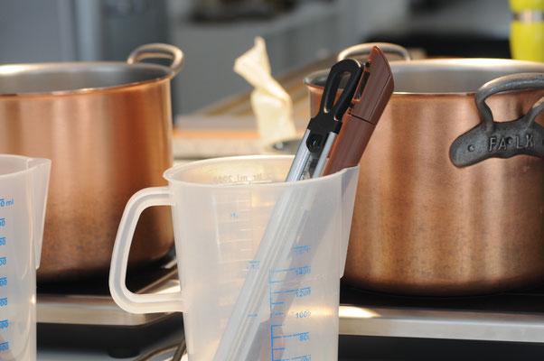 Das Handwerkszeug für die Karamell Fudgeproduktion.