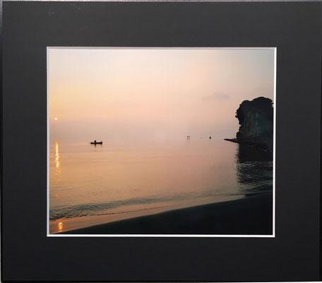 夜明けの見附島・軍艦島(写真)村澤昭夫