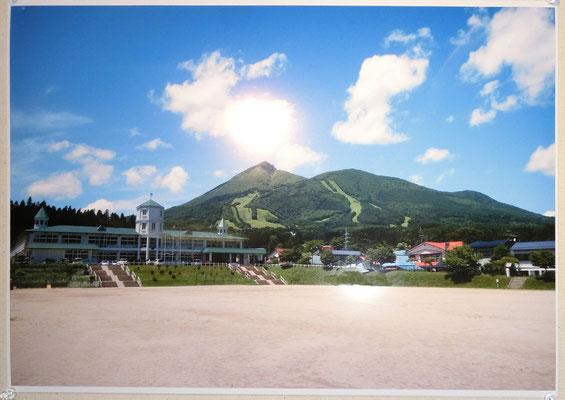 猪苗代小学校より見る磐梯山