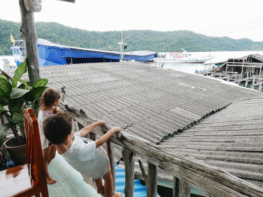On attend le ferry de Doudou