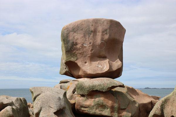 """Le """"Dé"""" sur l'île Renote, Côte de granite rose"""