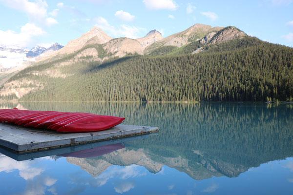 Lake Louise tôt le matin dans le Banff National Park (Alberta - Canada)