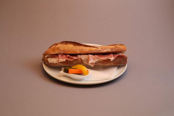 プロシュートのサンドイッチ    780YEN