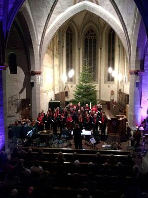 Adventskonzert 2018 in der stimmungsvoll angestrahlten Kirche St. Georg Immenhausen