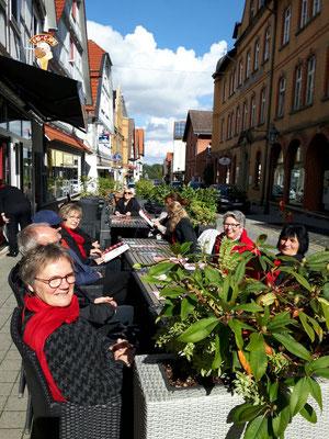Wir genießen die letzten Sonnenstrahlen nach der musikalischen Mitgestaltung einer Hochzeit in Wolfhagen