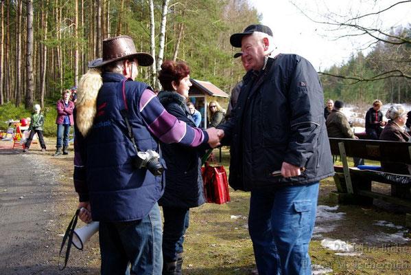 und würdigte Gerlinde und Werner Beyer  für ihr Engagement und Vorbereitung des Festes