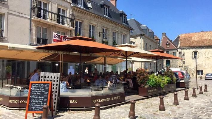 terrasse du restaurant face cathédrale, votre hébergement au 2ème