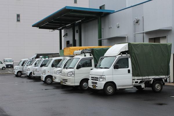 神戸市中央区の農産物商社様での一斉出荷の様子。近畿圏各地へ軽貨物車両による一斉配送。