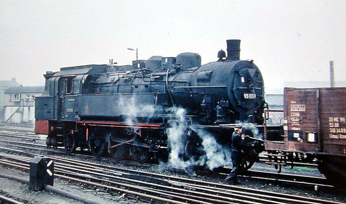 Lok 93 1001 rangiert in Halberstadt um 1968