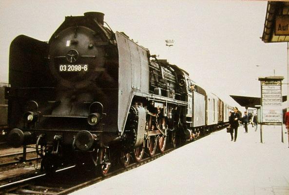 Lok 03 098 Bw Halberstadt mit Reko-Kessel und großen Windleitblechen 1971