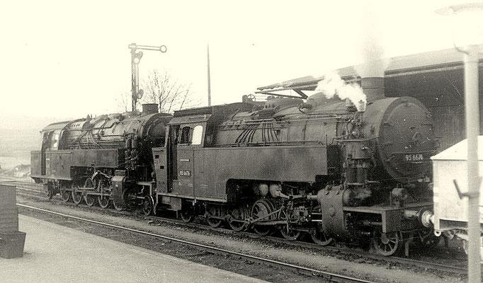 95 029 und 95 6676 (Mammut) vor Güterzug in Blankenburg um 1957