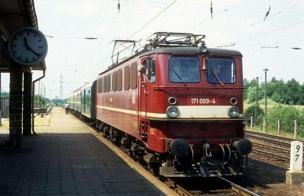 251 009 mit Personenzug nah Blankenburg in Hüttenrode, 1994