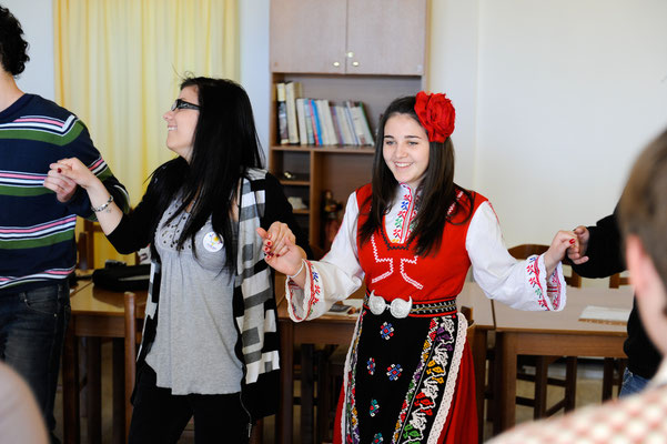 Bulgarians teaching others Bulgarian traditional dances