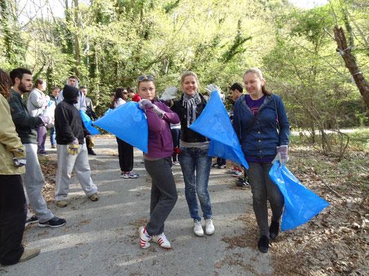 Latvian girls ready to volunteer! ;)