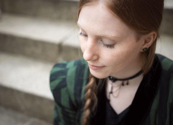 Zartes und authentisches Portrait einer Frau