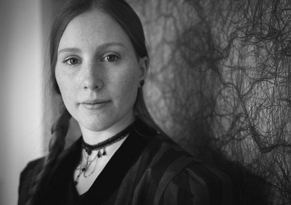 Authentisches Portrait einer jungen Frau