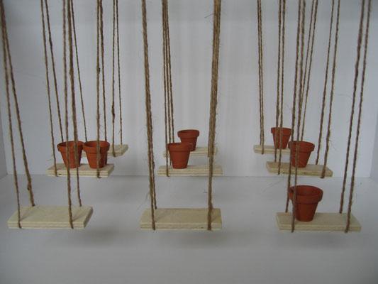 Modell Rauminstallation   2012   9 Schaukeln, 7 Tontöpfe, Sound