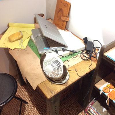 馬の蹄鉄で作ったオブジェ兼ミニ扇風機です。USB対応
