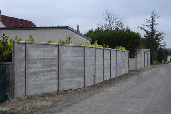 Mur plaques de béton avec chapeaux de muret hauteur 2m