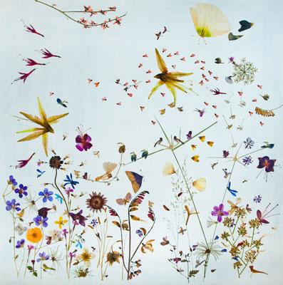 Lebensfreude pur an einem August-Sommertag. In diesem Meisterwerk lassen sich über Vögel bis hin zu Rieseninsekten unzählige Tiere des Sommers entdecken.