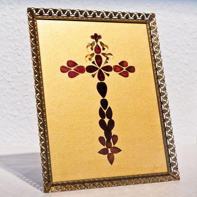 Blütenkreuz im Art-Deco- Rahmen mit gewölbtem Glas Altus-Art