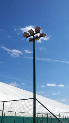 Компания «ЛМТ-СТРОЙ» разрабатывает, поставляет и осуществляет монтаж систем освещения стадионов, футбольных полей, теннисных кортов и спортивных площадок.