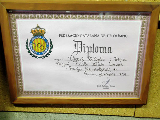 Eines seiner vielen Diplome