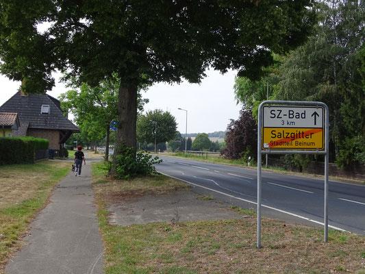 Das frühere Zollhäuschen am Ausgang von Beinum Richtung Hildesheim (1781 erbaut). Hier an der Grenze zwischen zwei Kleinstaaten wurden den Reisenden und Händlern Zollgebühren abverlangt. Auch die Ein- und Ausreise wurde kontrolliert