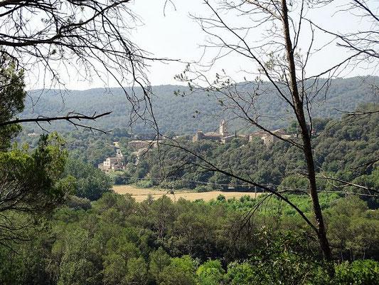 Auf dem Weg zu Sant Miquel de la Roca (im Hintergrund Esponellà)
