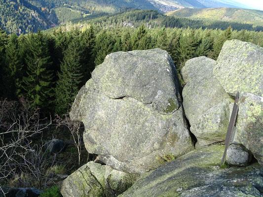 """Man findet im Harz manche mythisch-mystische Orte: hier der """"Alte vom Berge"""" an den """"Kästeklippen"""", eine sonderbare Felsformation"""