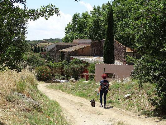 Die Gemeinschaft lebt auf einem alten Hof, einer Masia