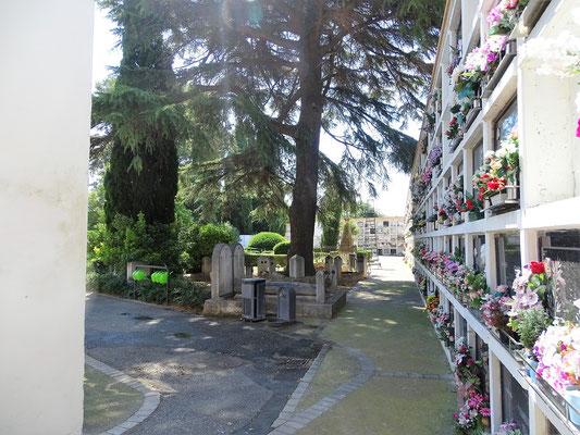 """Der """"Zivile"""" Friedhof - hier wurden diejenigen bestattet, die """"abgetrennt von der offiziellen (katholischen) Religion gestorben sind"""""""