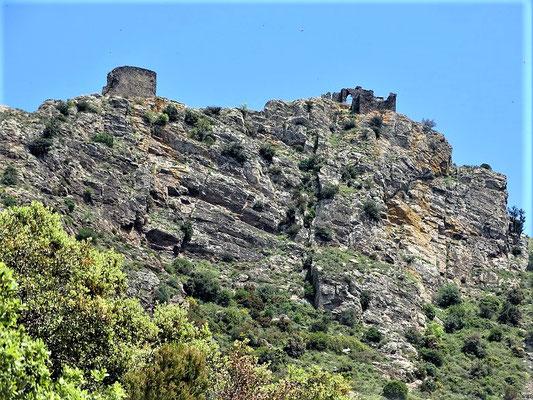 Die Burg San Salvador de Verdera über der Kapelle