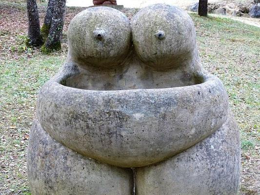 Ein Haupthema ist die weibliche Fruchtbarkeit