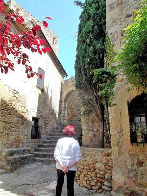 Weiter geht´s durch malerische Gassen hinauf zum Mirador Josep Pla. Dies war ein Lieblingsort des katalanischen Schriftstellers. Er war der Auffassung war, Pals verdiene nicht nur einen, sondern viele Besuche