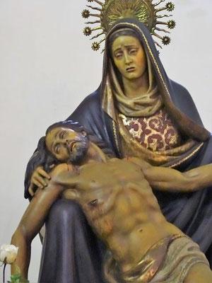 Auch die Figuren stammen aus dem 20. Jahrhundert, hier eine Pietà von Josep M. Bohigas ( 1906-1971)