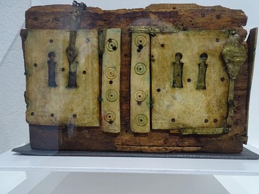 Dies ist der kleine Koffer, ebenfalls Arqueta genannt, in dem sich die Fundgegenstände befanden