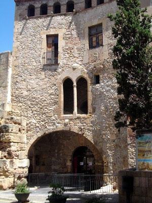 Plaza Pallol mit römischen Mauern