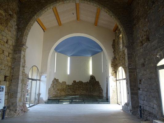 Blick in die wieder aufgerichtete Kirche